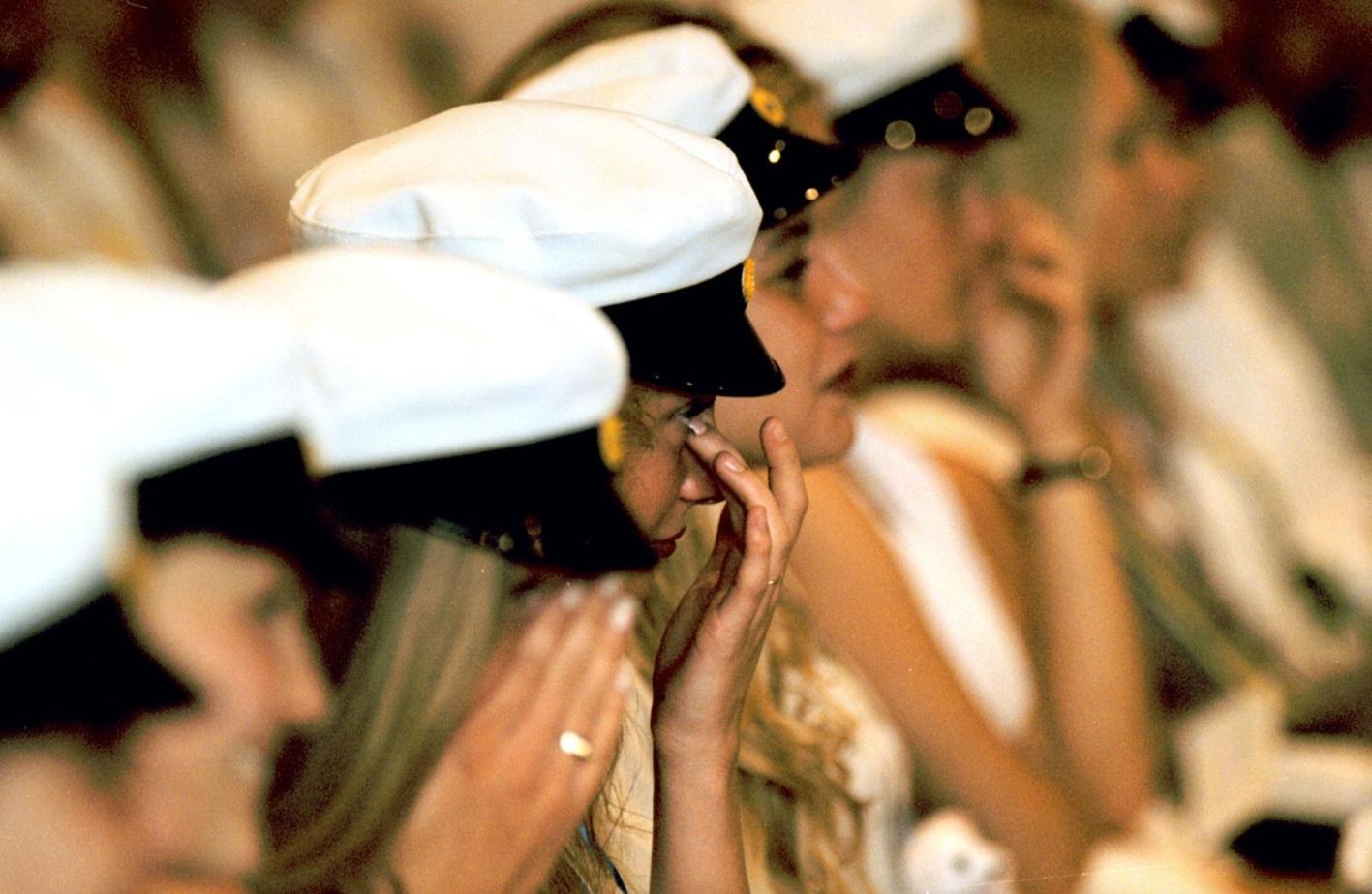 Avslutningen på Jenny Nyströmsskolan var stämningsfull och många av studenterna grät i bänkraderna. Året är 1995.