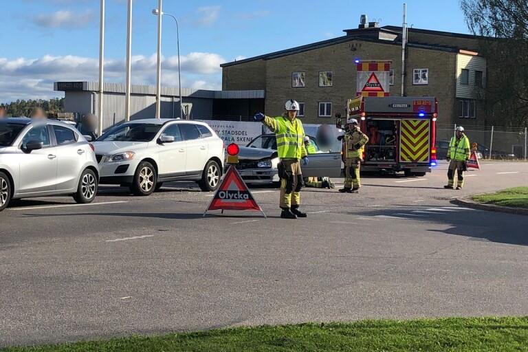 Flera fordon inblandade i trafikolycka – en till sjukhus