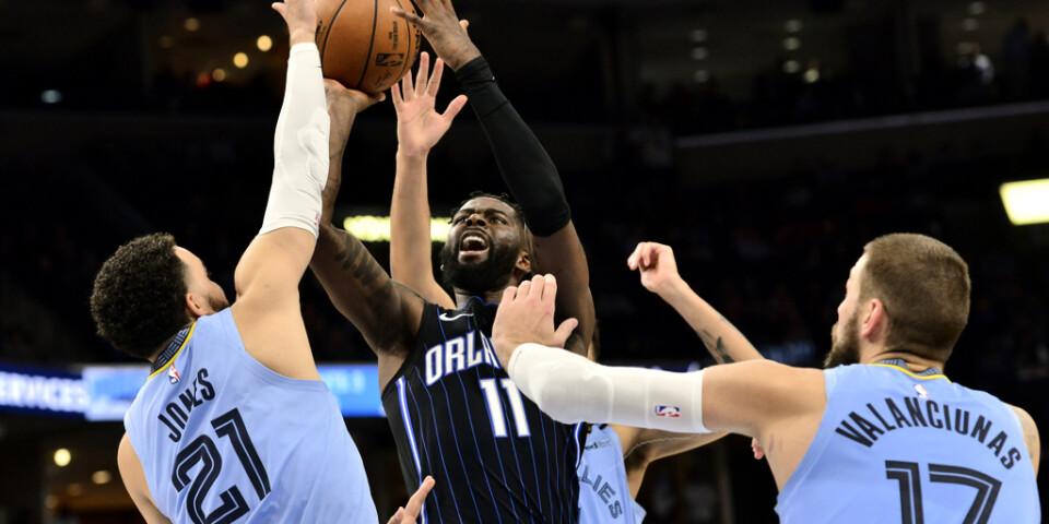 Orlandos James Ennis III i en match mot Memphis Grizzlies i mars. Nu är NBA:s plan att återstarta i slutet av juli med samtliga matcher på ett och samma ställe.