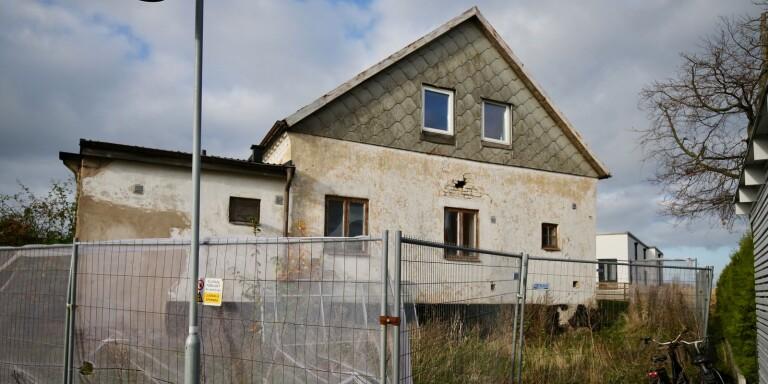 Fyra bostadsrätter ska det bli i det hus på Krooks byaväg som stått övergivet i många år.