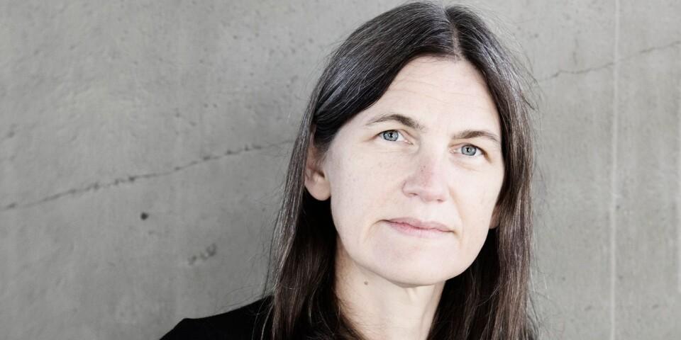 Åsa Schagerström är redan känd som serietecknare – nu skapar hon genren broderi-poesi.