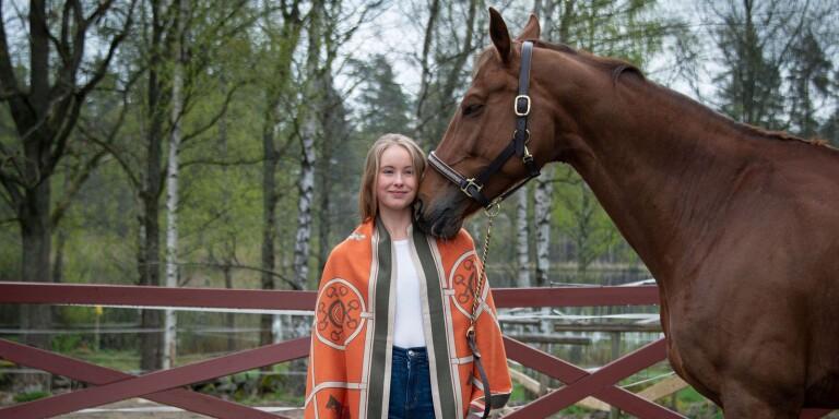 Estelle startar hästprylsföretaget E-stelle – mitt i krisen
