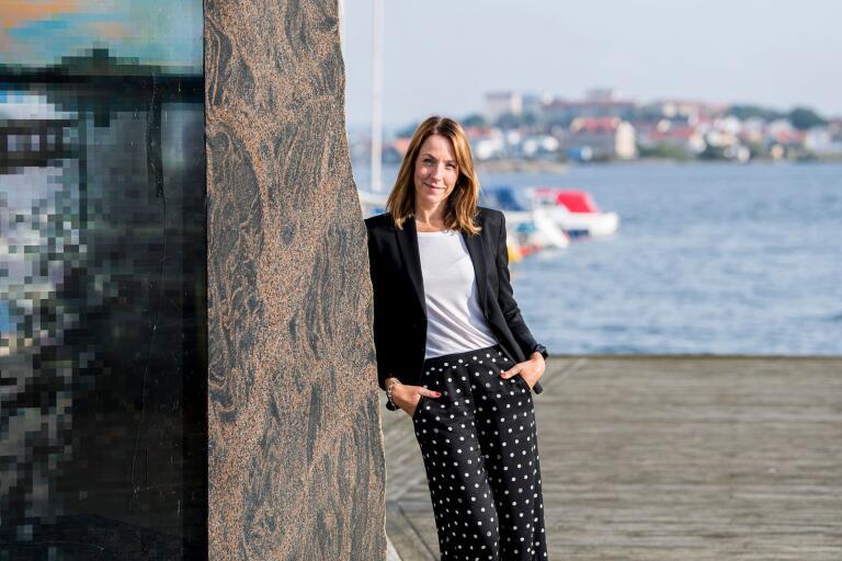 När Anna Bennich Karlstedt bjuder in TV-tittarna att berätta om ensamhet väller frågorna in. Enligt henne är det är precis lika farligt att vara socialt isolerad som att röka och farligare än att vara överviktig.