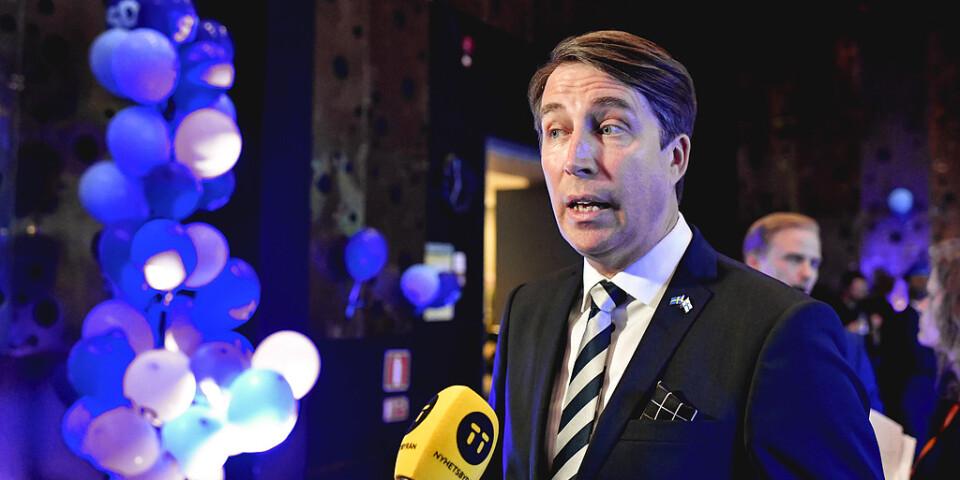 Partisekreterare Richard Jomshof intervjuas under Sverigedemokraternas valvaka i Nacka.