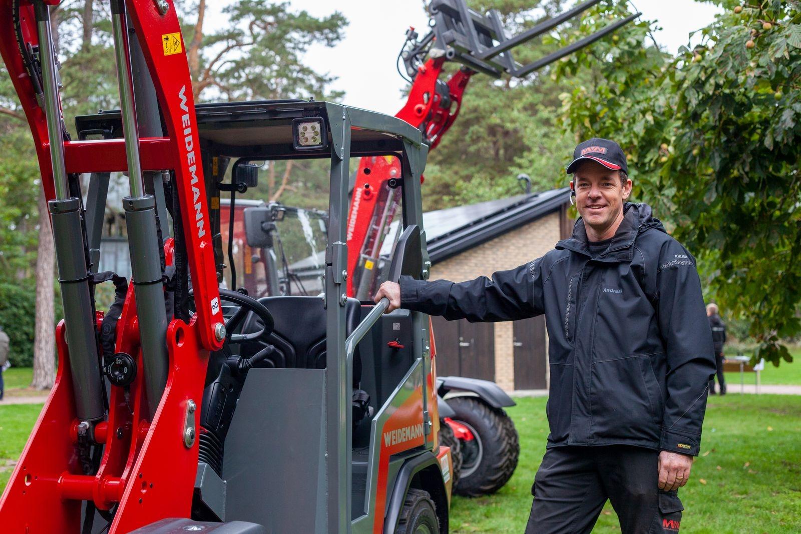 Andreas Nilsson på Markvårdsmaskiner syd åkte ända från Karlshamn för att visa upp små men kraftfulla maskiner som lämpar sig bra på kyrkogårdar. Han menar att mässor är viktigt för branschen. – Vi blev glada att vi blev inbjudna, vi packade ihop alla maskiner och körde upp. Det har inte varit några mässor på två år och det är viktigt för att knyta kontakter och visa upp maskinerna.