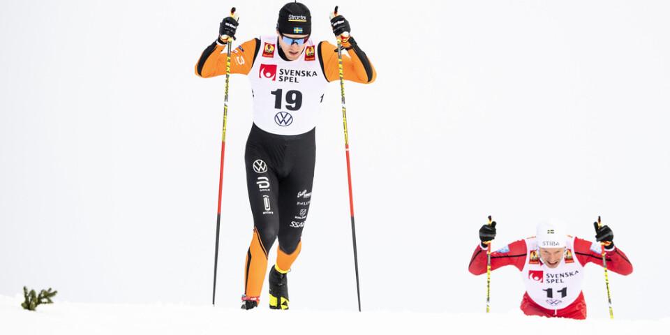 Oskar Svensson vann herrarnas sprint i den svenska längdskidpremiären i Bruksvallarna.