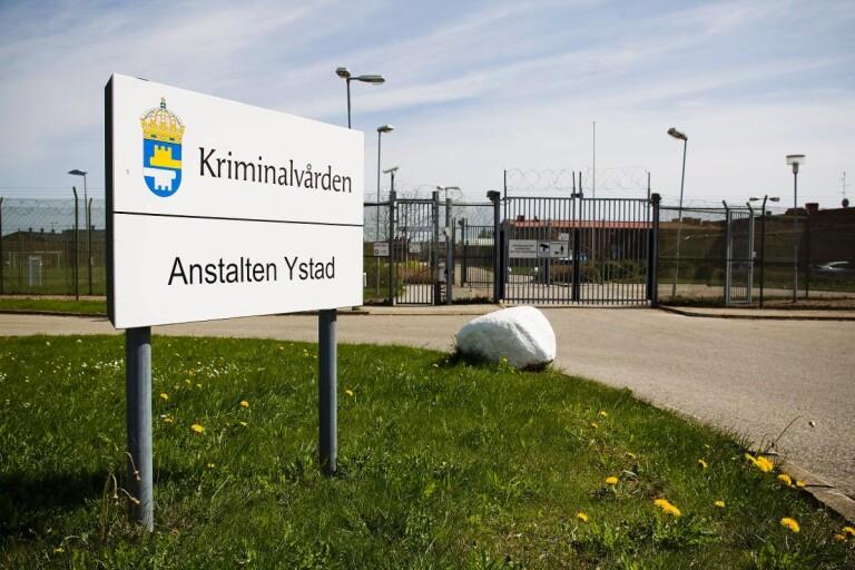 Trångt på Ystads fängelse – och fortsatt besöksförbud