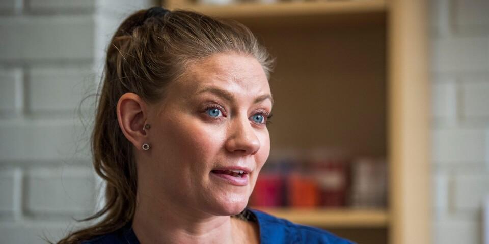 Det bästa med jobbet som veterinär tycker Emma Swedenås Tóth är att få hjälpa djur från lidande.