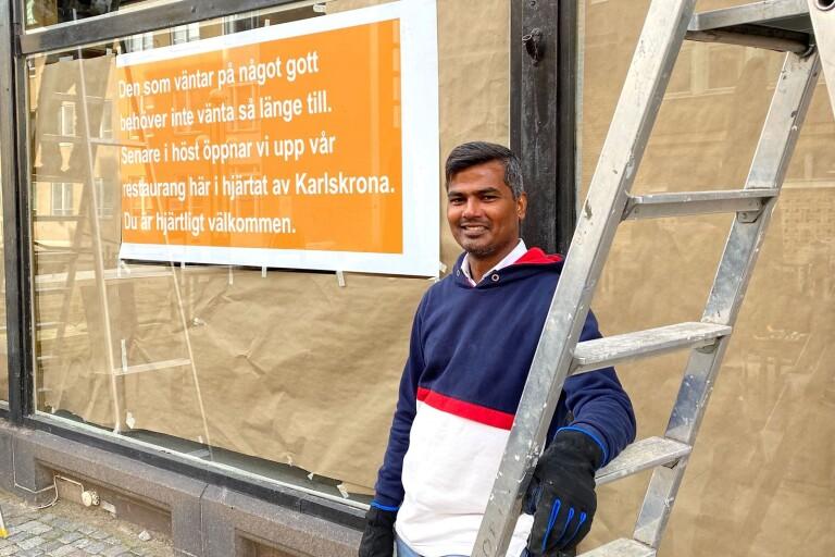 """Joynul Abedin vid renoveringen av gamla """"Hotspot"""" på Ronnebygatan som nu ska förvandlas till en indisk restaurang."""