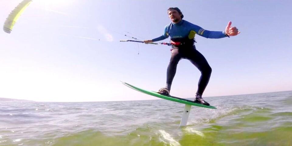 Andreas Gustafsson tävlade i grenen som kallas formula kite, det fordras extrem god balans, eftersom brädans vinge ligger en bit ovan vattenytan.