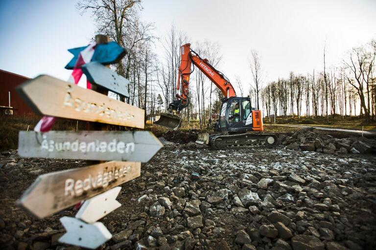 Den nya spårcentralen håller på att grävas fram.