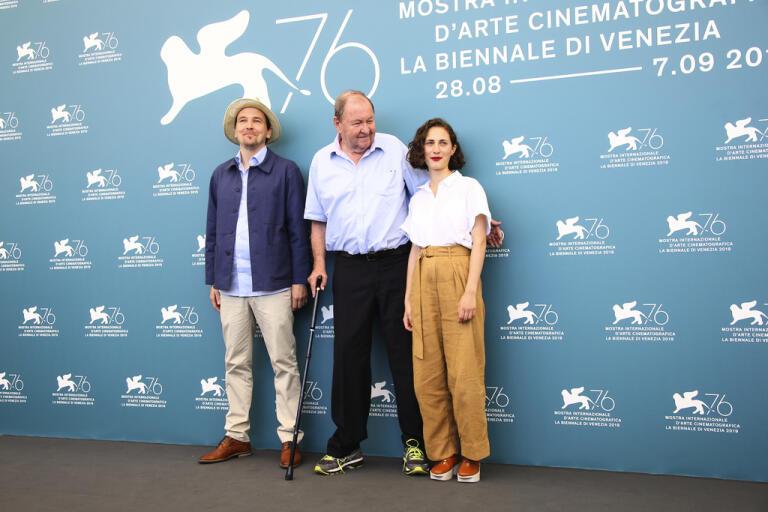Skådespelaren Anders Hellström, regissören Roy Andersson och skådespelaren Tatiana Delaunay poserar på filmfestivalen tidigare i veckan.
