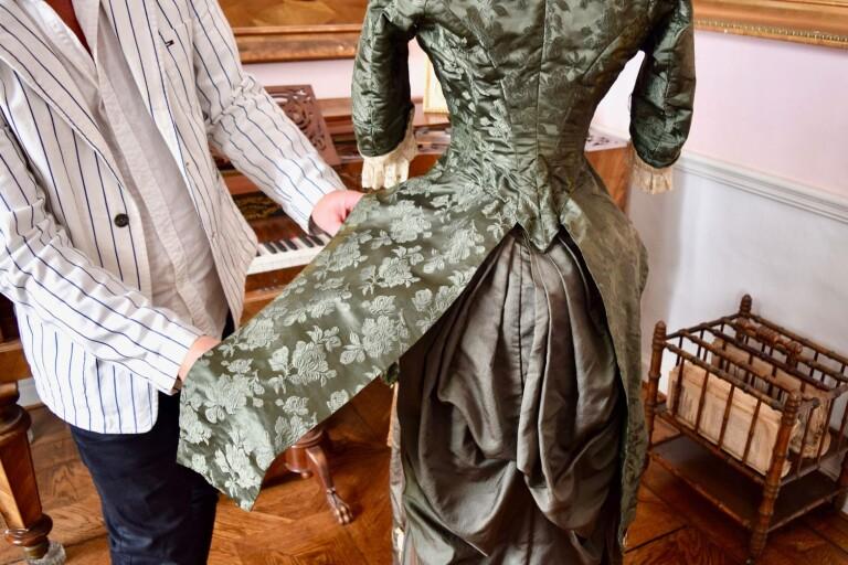 Eva skapade en egen klänning i Paris