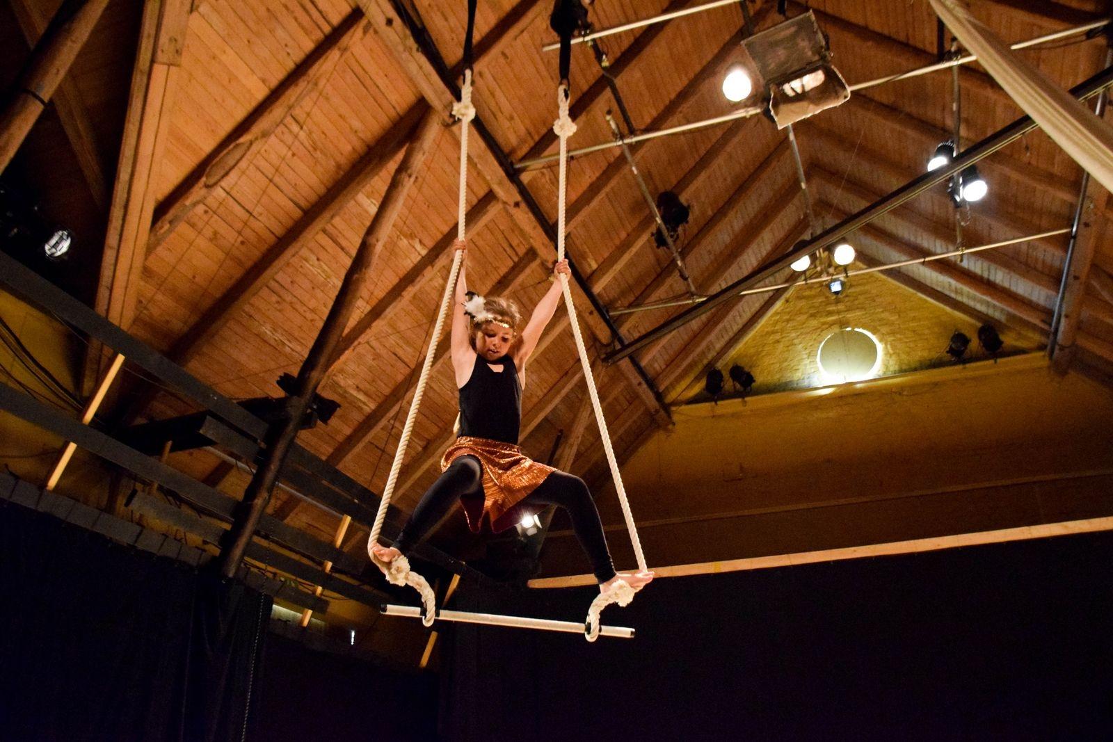 I maj bjöd de talangfulla barnen och ungdomarna från Simrishamns kommuns kulturskola på en hisnande och hejdlöst vacker dans- och cirkusföreställning på Skillinge teater.