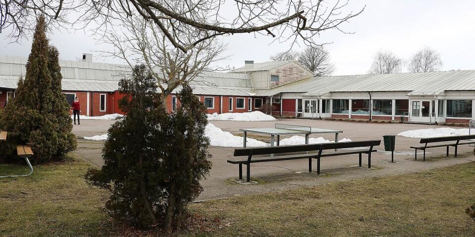 För att kunna läsa moderna språk, vilket är obligatoriskt från årskurs 6 med början höstterminen 2018, får 73 elever från de mindre skolorna i Mörbylånga kommun bussas till Skansenskolan en dag per vecka.