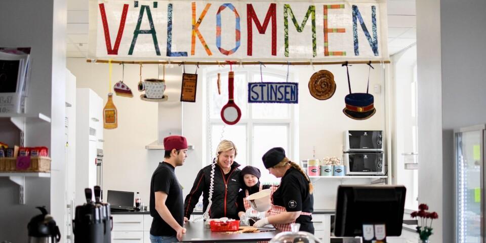 Alla är välkomna till Café Stinsen. Här trivs både medarbetare och gäster. Caféet är öppet måndag-torsdag klockan 9.00-15.00 och fredagar klockan 9.00-14.00.