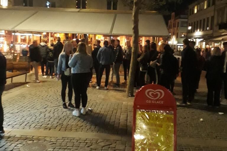 Krögers ägare Martin Nilsson Bergvall vill försöka förhindra trängsel i kön utanför restaurangen i fortsättningen och vidtar nu åtgärder.