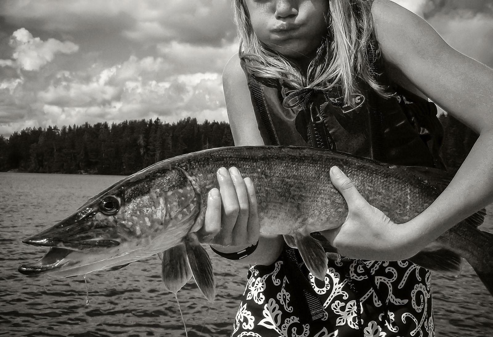 Bilden på Boppe Perhamns dotter med den stora fisken är en av hans personliga favoriter.