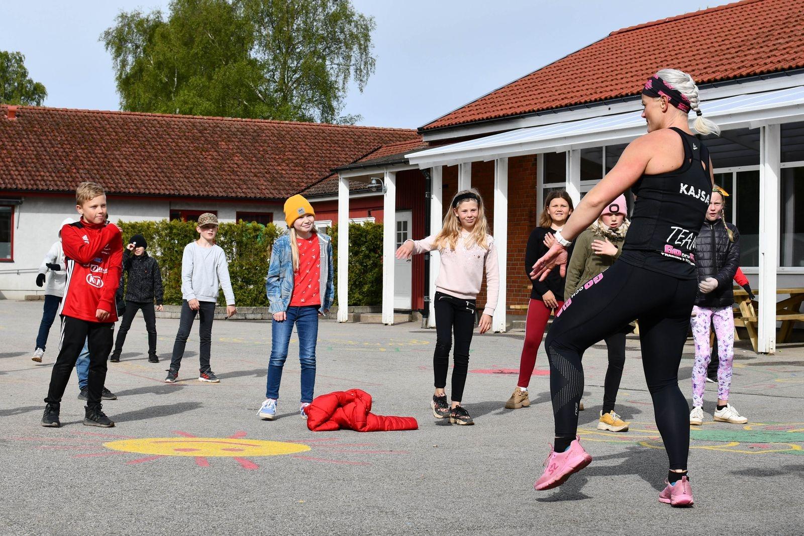 Dagen bjöd också på lek och rörelse. Kajsa Svensson från Go Och Gla ledde ett danspass på skolgården. Eleverna i årskurs tre var duktiga på att snabbt lära sig koreografin.