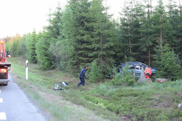 Bil voltade på riksväg 31 – föraren avled