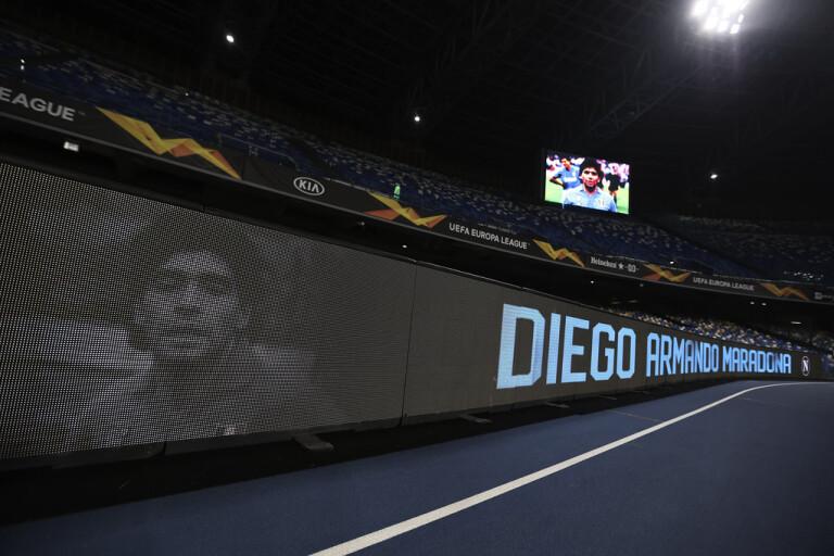 Maradona hyllades av Napoli