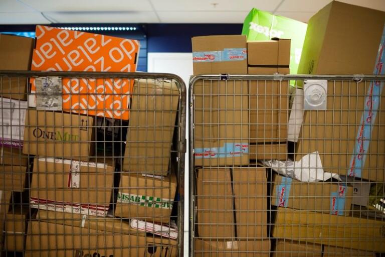 Näthandeln oroas av logistikproblem