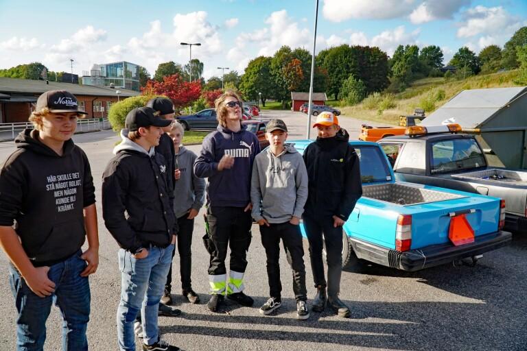 Killarna som bjöd in till epa/bilträffen i Sätila förra fredagen. Från vänster: Wilmer Finskog, Waldemar Svensson, Robert Jern, Oskar Svensson, Casper Erixon, Max Kling, Anton Alexandersson
