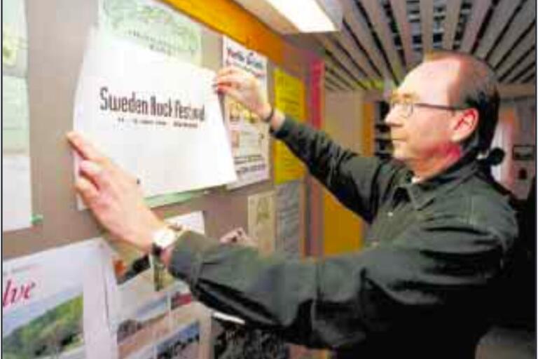 Grundaren Ingolf Persson kungör det nya namnet – Sweden Rock Festival. Året är 1999.