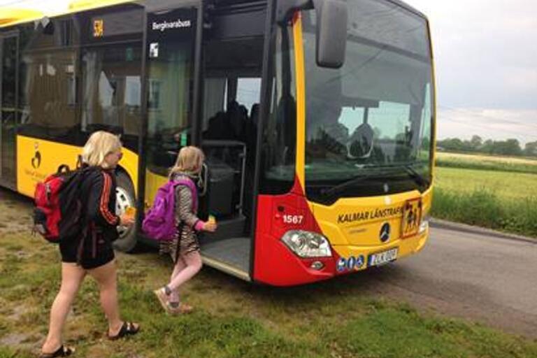 Glädjande nyheter för ungdomar i Borgholms kommun; även i sommar får de gratis busskort.
