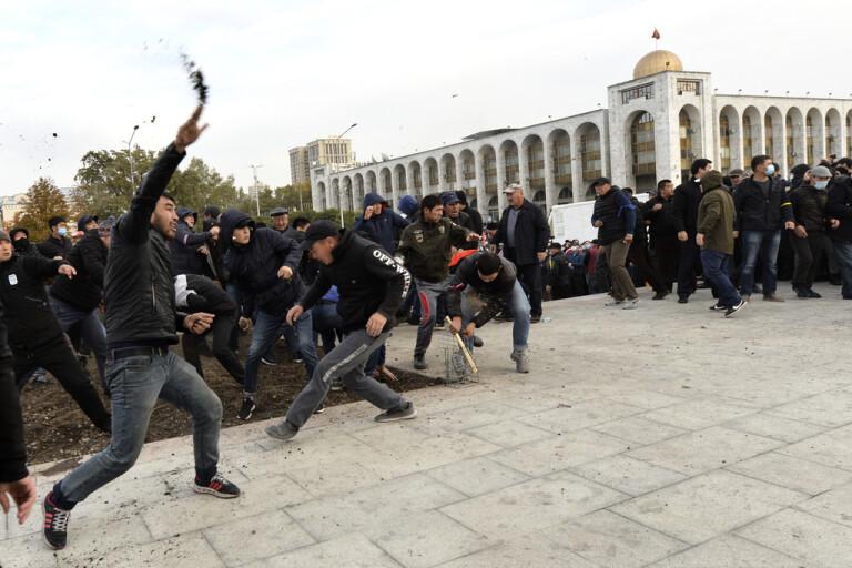 Japarov får parlamentets stöd i Kirgizistan