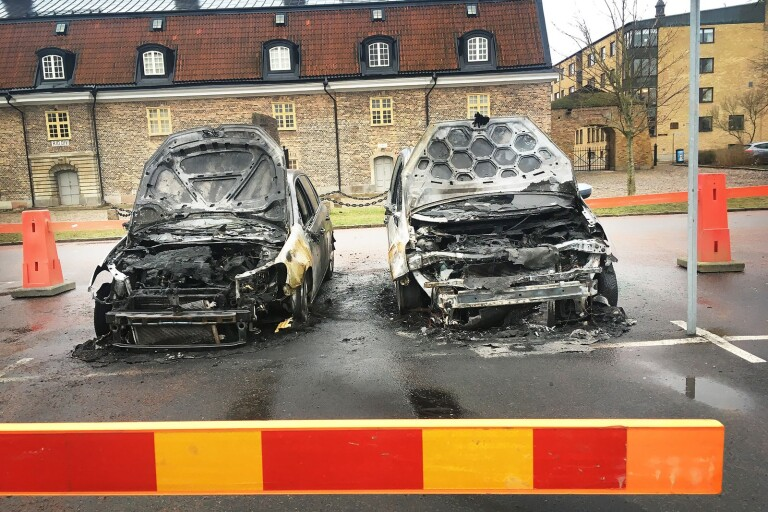 Kristianstad: Två personbilar förstördes i brand