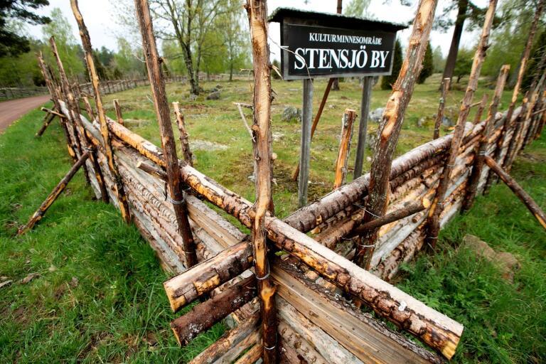 I samarbete med Vitterhetsakademien jobbar länsstyrelsen för att bilda ett kulturreservat i Stensjö by.