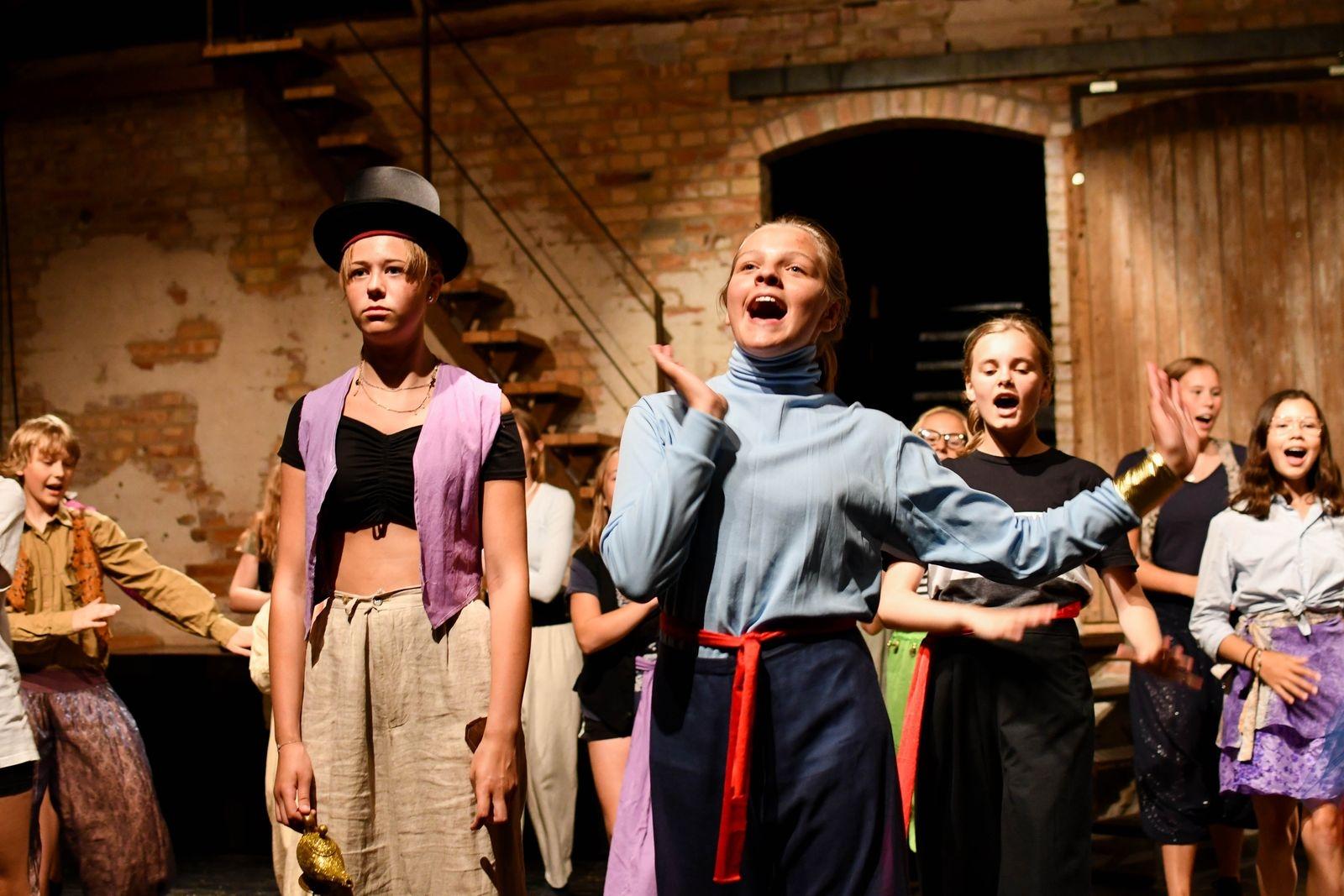 Alla som vill får vara med när Scen Österlen bjuder in barn och ungdomar till en scenupplevelse som blir på riktigt.