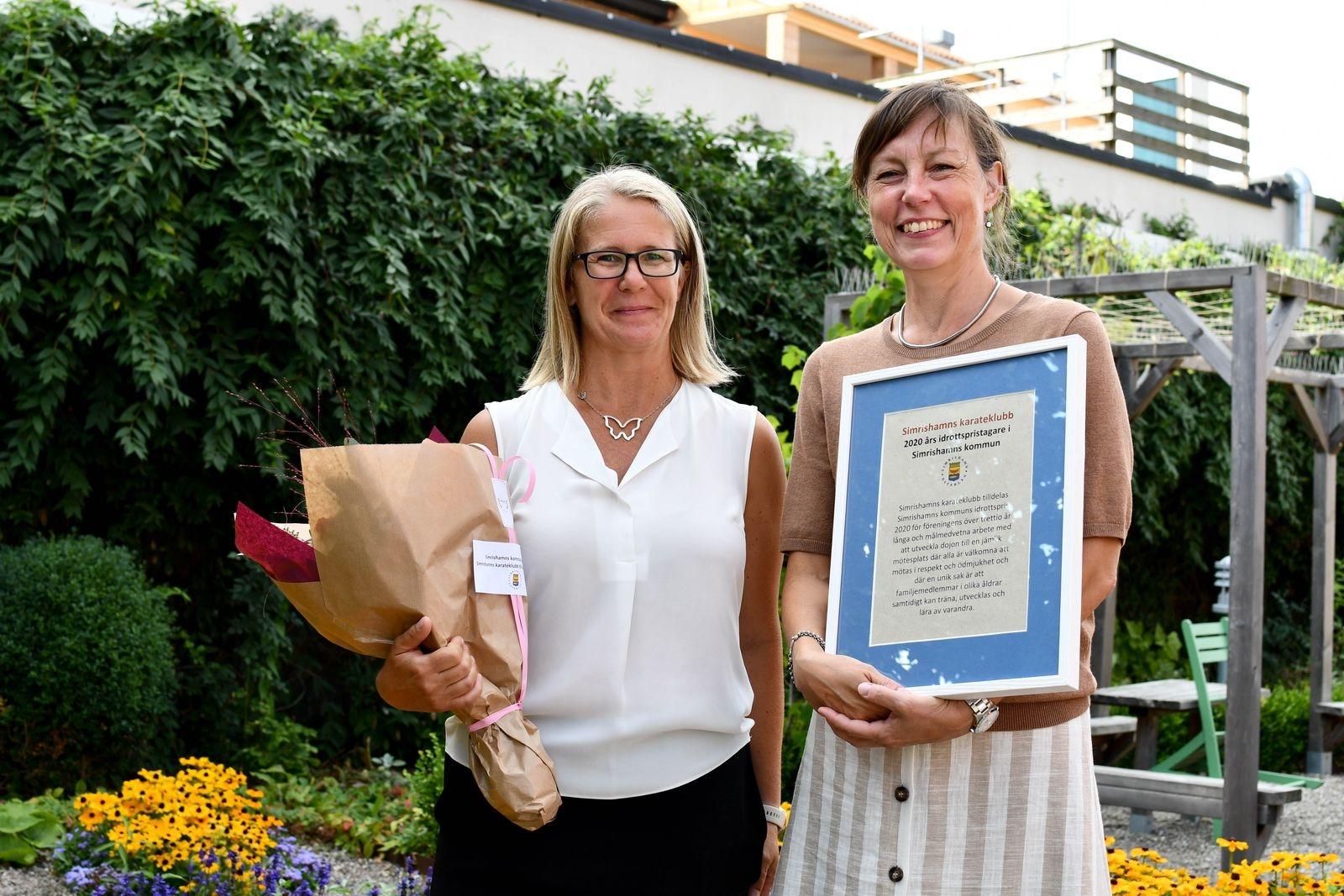 Cecilia Larsson och Jessica Ström, medlemmar och aktiva i Simrishamns karateklubb som är årets idrottspristagare.