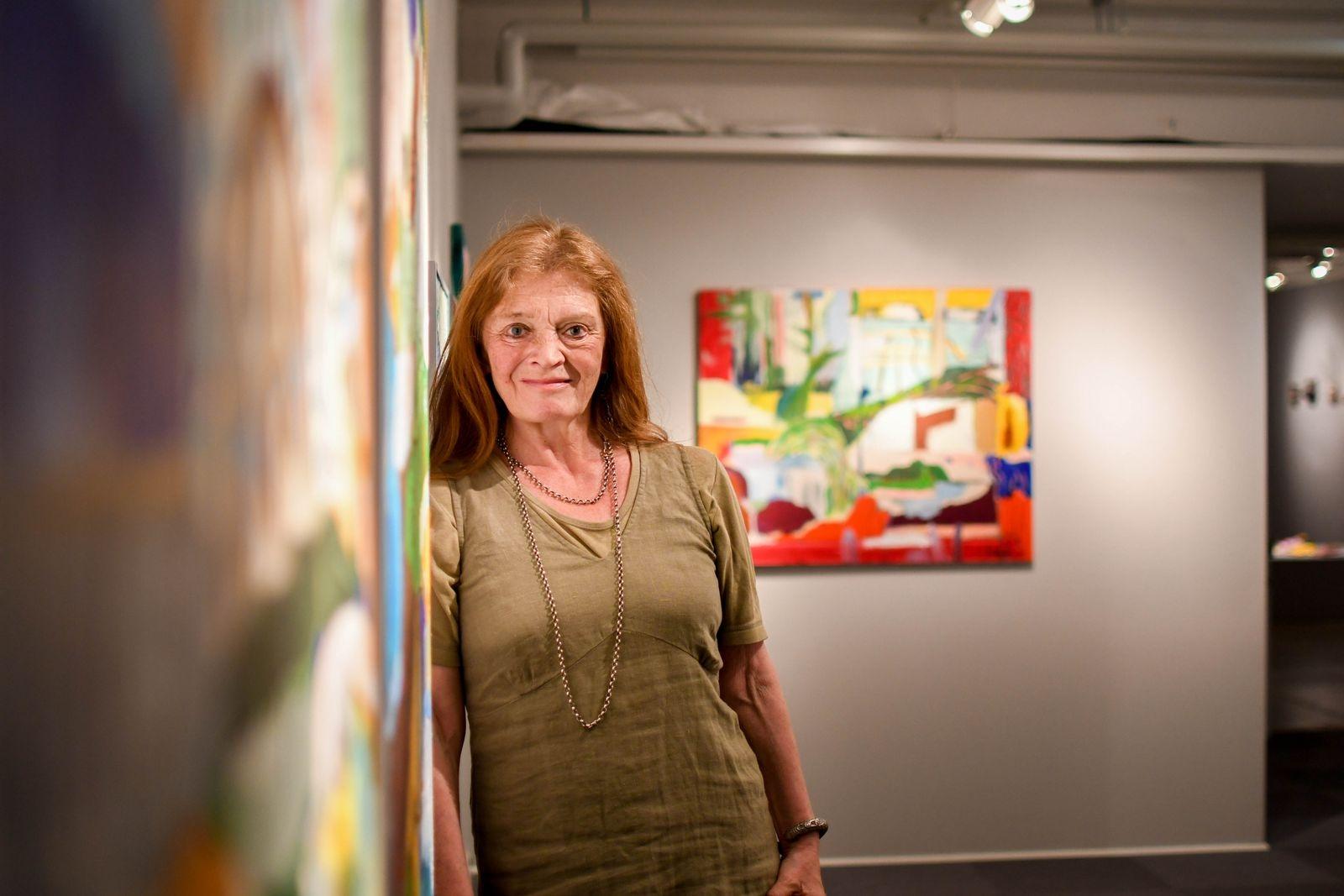 På nedre plan visas tre generationers konstnärskap i utställningen 3 x Trotzig. På bilden Irene Trotzig. Utställningen visas till den 7 november.