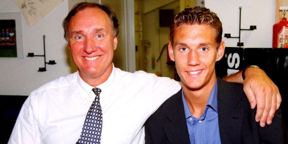 Andreas med pappa Jan Isaksson sedan kontraktet med Juventus blivit klart i juni 1999.