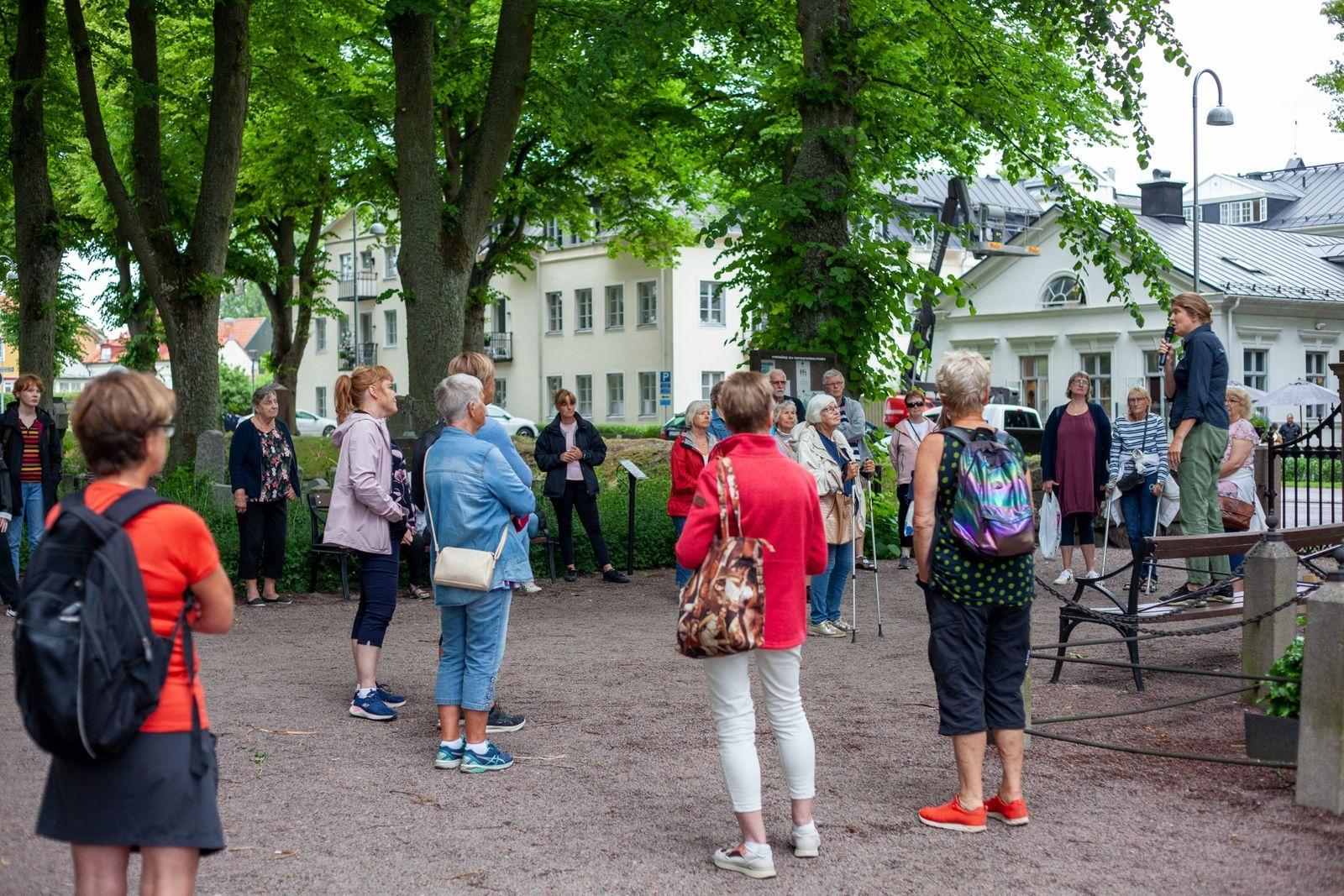 Magdalena Jonsson, historiker på Kalmar läns museum, hälsar alla deltagare välkomna.