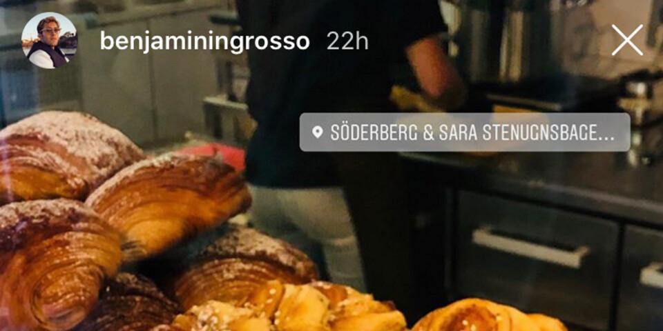 En bild tagen från Benjamin Ingrossos Instagram-story, där han besöker bageriet och fiket Söderberg och Sara, benägen i samma byggnad som Ystads Allehanda.