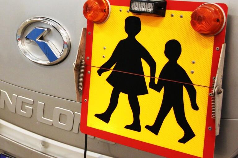 Förälder upprörd över skolskjutsar
