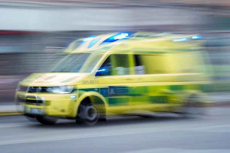 Olycka: Cyklist påkörd av moped - en person förd till sjukhus