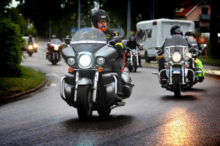 Motorcykelkortege i kampen mot våld mot kvinnor.