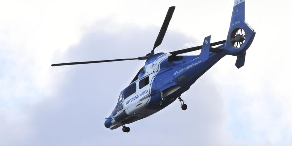 En ambulanshelikopter besköts med laser. Arkivbild.