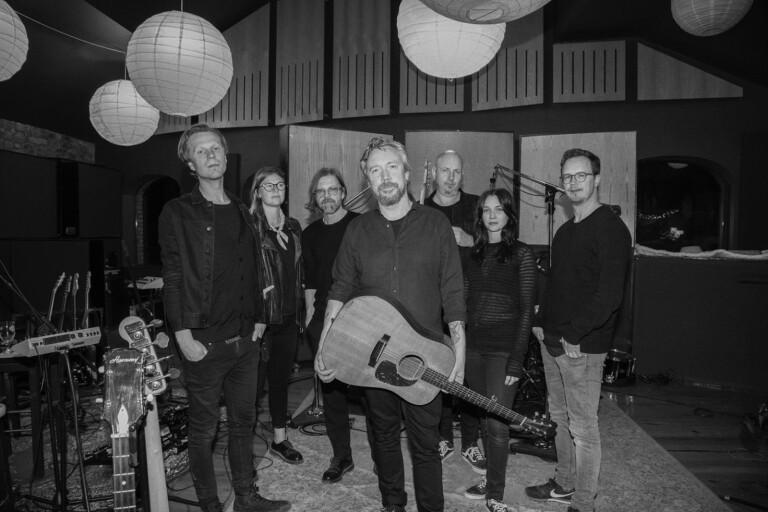 Lars Winnerbäcks tolfte album är varken ett steg framåt eller en smärtsam besvikelse, tycker BT:s recensent.
