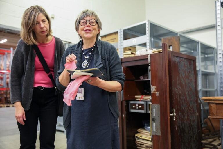 Spännande fynd i gammalt kassaskåp