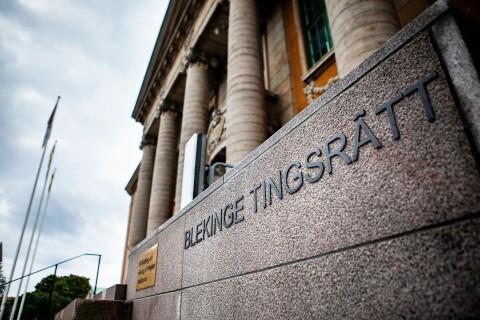 Bankanställda åtalas för inblandning i bedrägerihärvan