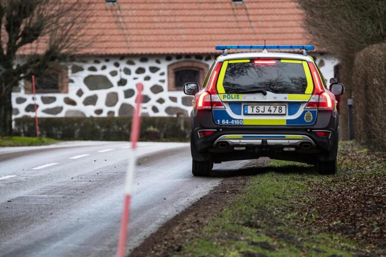 Polis på plats i Högestad i Skåne efter ett av de rån som utfördes på den skånska landsbygden i januari. Arkivbild.