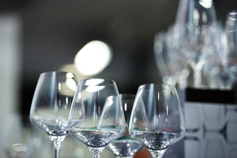 الازدحام في الحانات والمقاهي أصبح مسؤولية البلديات