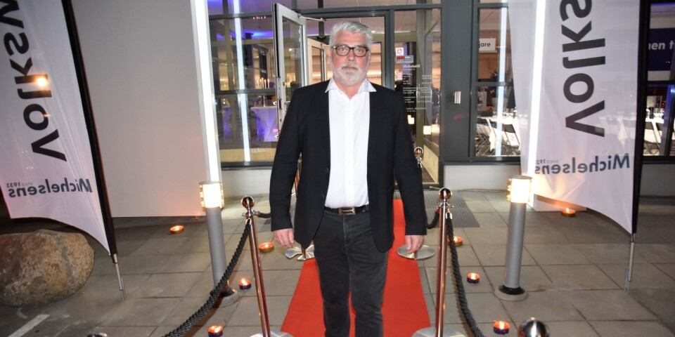 Den röda mattan är utrullad på invigningskvällen och Joakim Käck, märkeschef för Volkswagen på Michelsens Bil, tar emot vid entrén. Han har stora förhoppningar på den nya anläggningen, där han kommer att tillbringa delar av sin arbetstid. Han ansvarar ju även för försäljningen i Tomelilla.