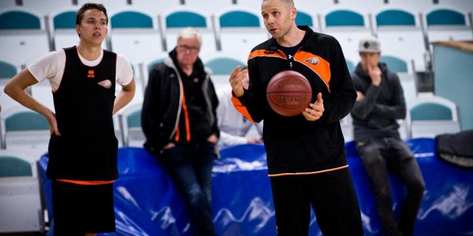 Henrik Svensson får en ny assisterande tränare.