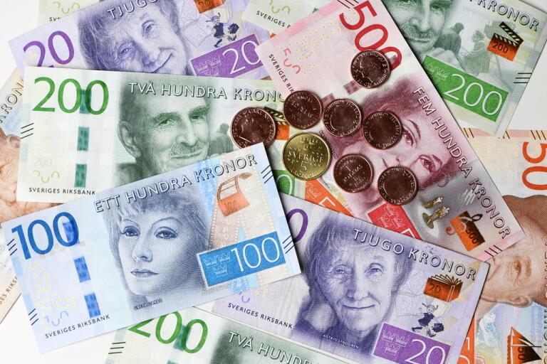 Mycket pengar försvann från hushållens konton när börserna rasade.